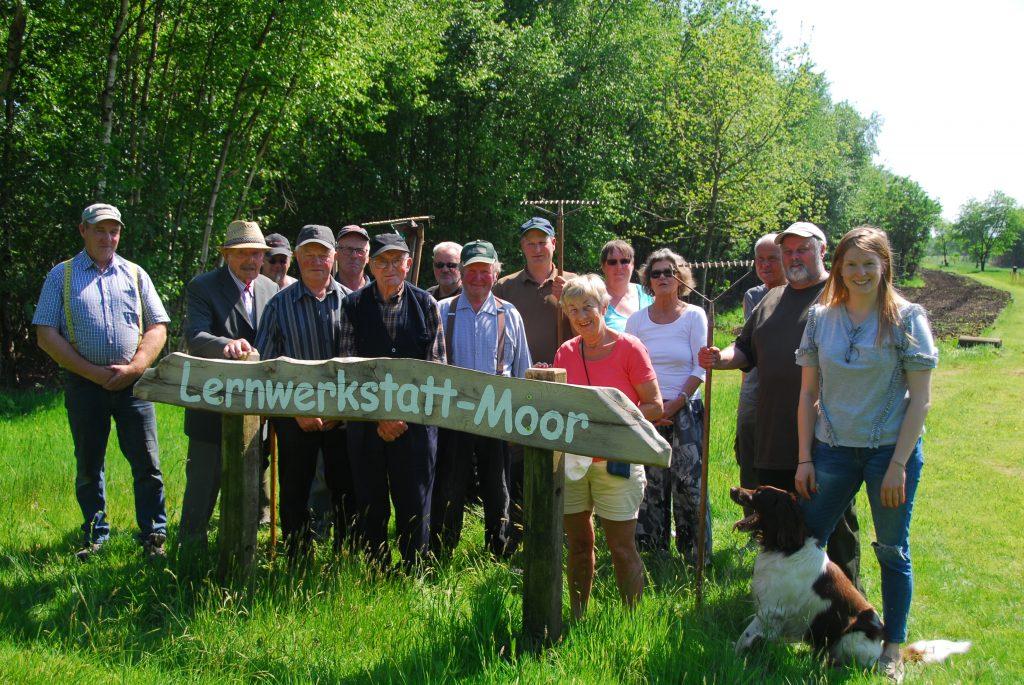 Einsaat der Blühwiesen in Marcardsmoor am 14.05.2018 iniziert von Ger Rust und Ulrich Overberg.