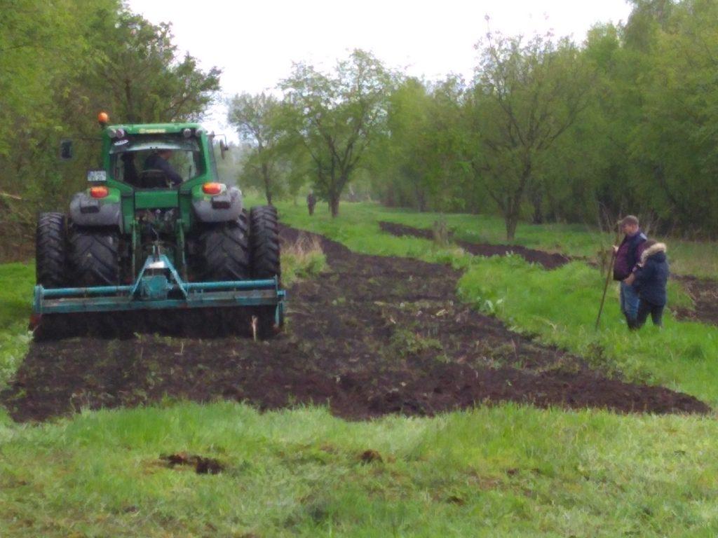 Vorbereitung der Flächen zur Einsaat der Blühwiesen 2021